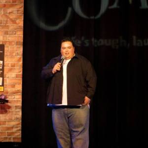 Mike Keegan performing to a sold out crowd at Comix at Foxwoods.